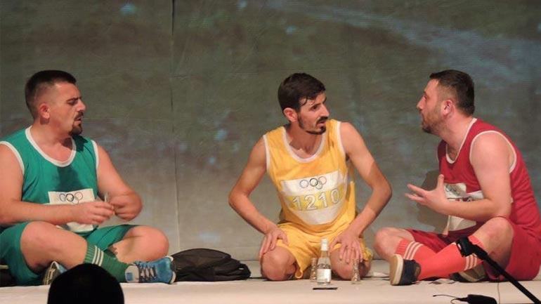 """Preshevë: Premiera """"Maratonistët"""" hapi festivalin """"Ditët e Komedisë Shqiptare"""""""