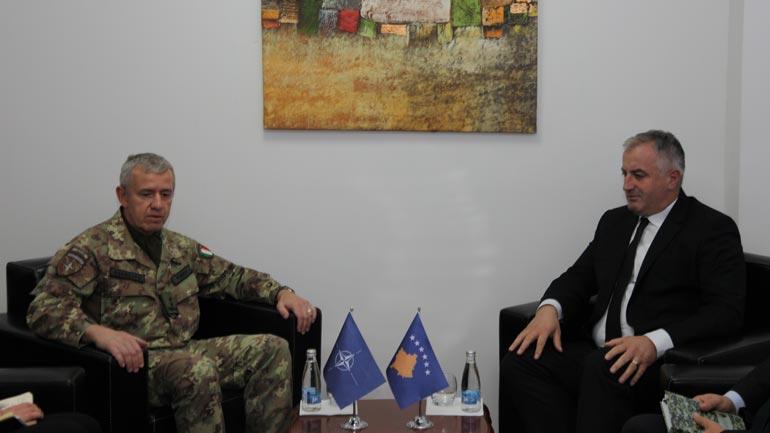 Ministri Berisha priti në takim lamtumirës gjeneralin Fungo