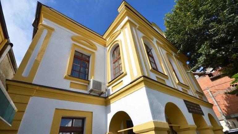 Reagojnë historianët: Gjuhëtari në institucionin e muzeut dhe trashëgimi kulturore në vend të historianit!