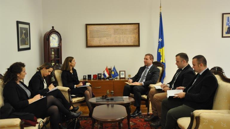 Ministri Sefaj priti në takim ambasadoren e Holandës, znj.Gerrie Willems