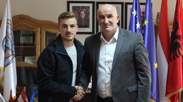 Kreu i Vitisë Sokol Haliti priti në takim futbollistin Fatlind Azizi
