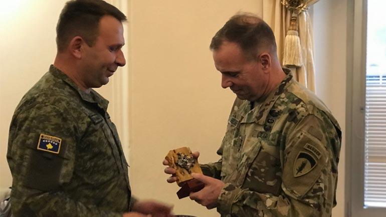 Komandanti i FSK-së mori pjesë në ceremoninë e pensionimit të gjeneralit Frederick 'Ben' Hodges