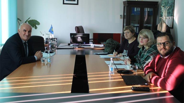 """Kryetari Haliti priti në takim drejtoreshën e Qendrës """"Partners Kosova"""""""