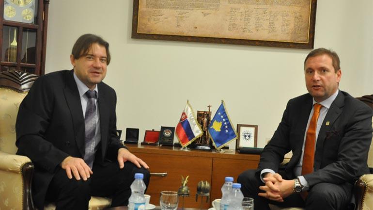 Ministri Sefaj priti në takim Udhëheqësin e Misionit të Zyrës sllovake