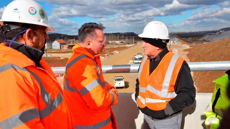 """Ministri Lekaj me bashkëpunëtorë vizitoi punimet në autostradën """"Arbën Xhaferi"""""""