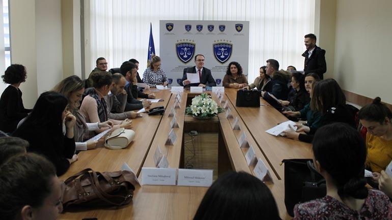 Tridhjetë e pesë praktikantë përfundojnë praktikën në Gjykatën Themelore të Gjilanit