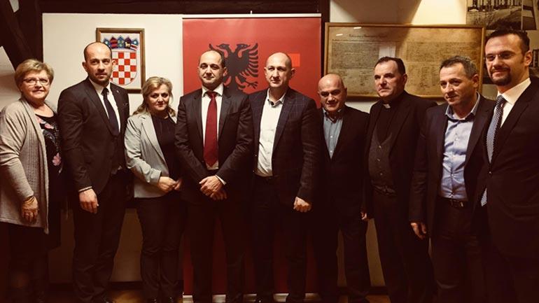 Zëvendëskryeministri Gashi pritet nga deputetja Lekaj dhe diaspora shqiptare në Zagreb