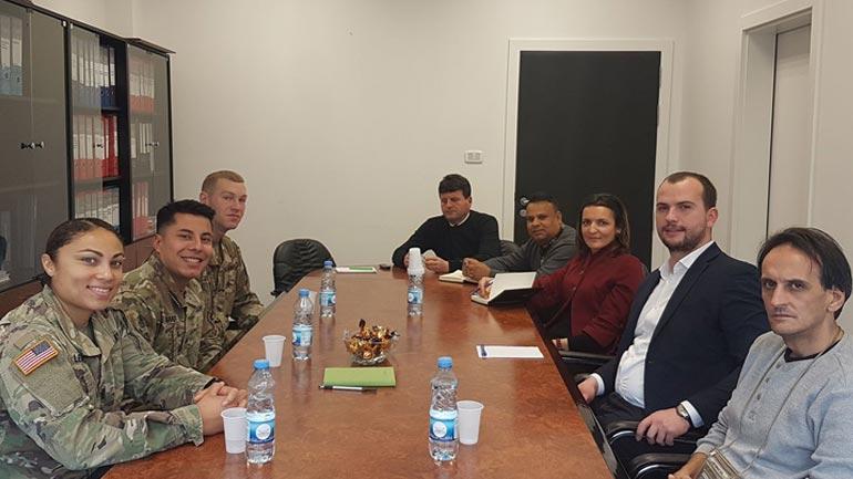 Kryetari Kastrati priti në takim njoftues përfaqësues të KFOR-it amerikan