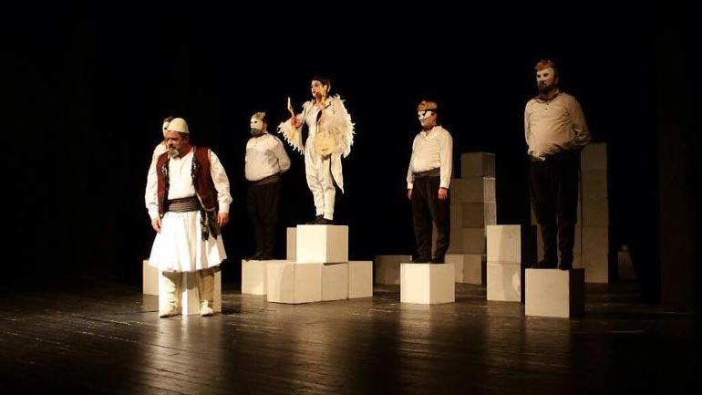 Teatri Shqiptar i Shkupit solli një shfaqje të dimensionit të madh dhe që godet