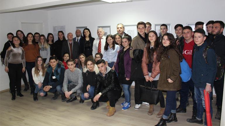 Shkolla e Artit në Gjilan organizon ekspozitë në 10 vjetorin e pavarësisë
