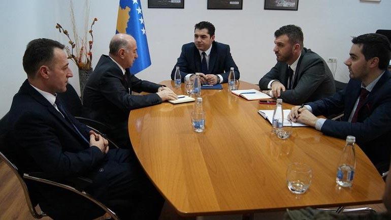 Ministri Bajram Hasani priti deputetin shqiptar në parlamentin e Serbisë, Fatmir Hasanin
