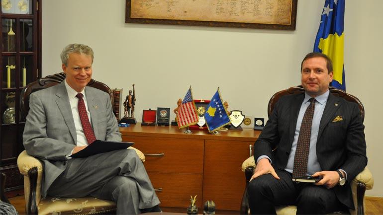 Ministri Sefaj priti në takim ambasadorin Delawie