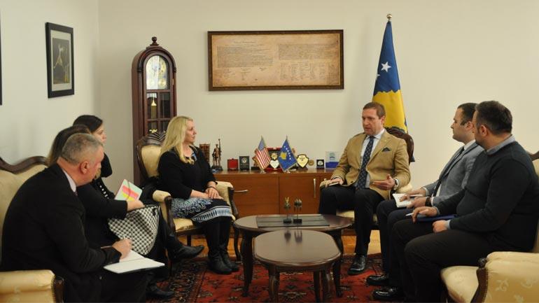 Ministri Sefaj priti në takim zyrtarët e ICITAP-it nga Uashingtoni
