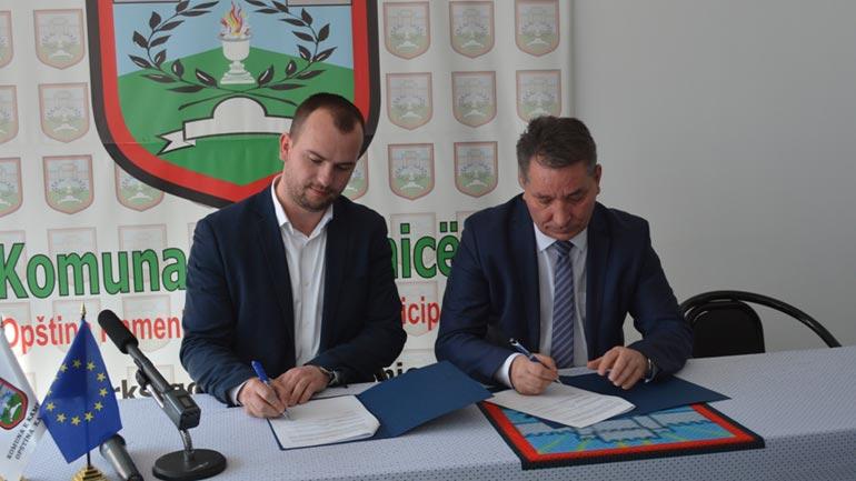 Ministri i Infrastrukturës nënshkruan marrëveshje bashkëpunimi edhe me kreun e Kamenicës