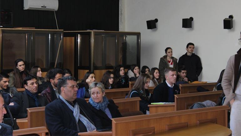 """Nxënësit e Gjimnazit """"Kuvendi i Lezhës"""" me Orë Letrare shënuan Ditën e Pavarësisë"""