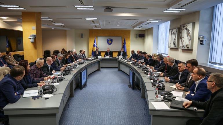 Haradinaj: Qeveria nuk i ikë obligimeve ndaj punëtorëve shëndetësorë