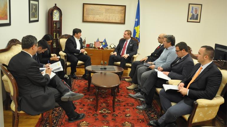 Ministri Sefaj priti në takim kongresistin amerikan Steven Palazzo