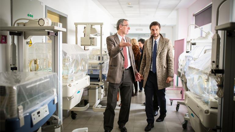 Ministri Ismaili viziton Qendrën Klinike Universitare të Rebros