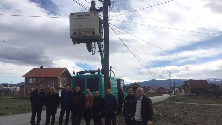 Në Drobesh të Vitisë fillojnë punimet në vendosjen e ndriçimit publik