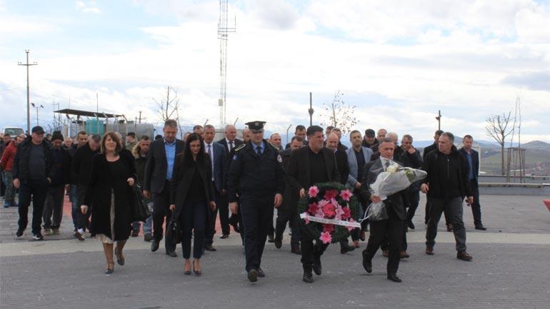 Haziri: Gjunjëzohemi para sakrificës së familjes Jashari dhe dëshmorëve e heronjve të kombit