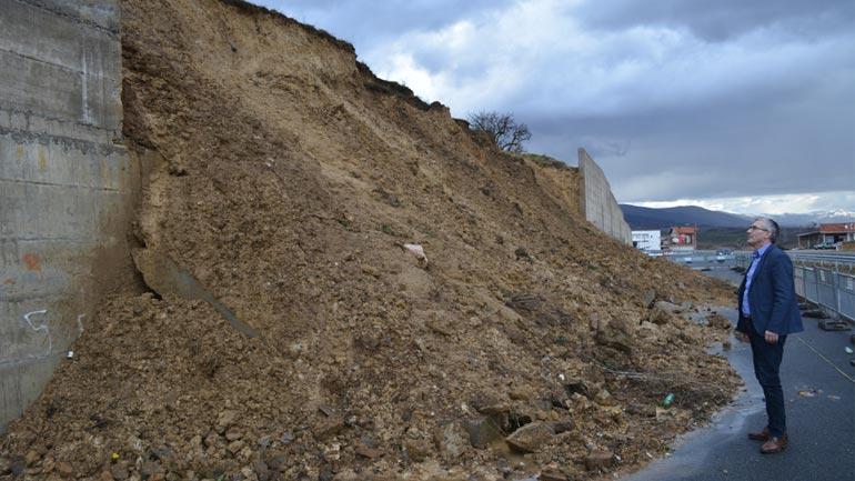 Zëvendësministri Rexhep Kadriu, inspektoi shembjet e rrugëve në Koshare, Kërrninë dhe Balincë