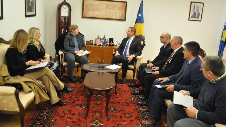 Ministri Sefaj priti në takim Erin Sawyer nga Zyra e INL për Euro-Azi