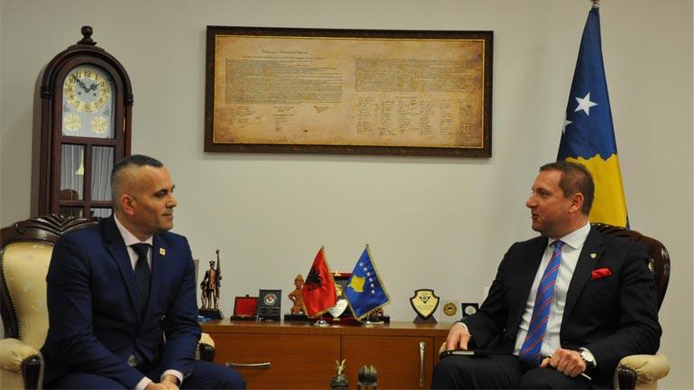Ministri Sefaj priti në takim drejtorin e Policisë së Shqipërisë Ardi Veliu