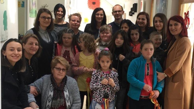 """Kurteshi-Emini viziton Qendrën e Kujdesit Ditor """"Pema"""", premton mbështetjen e Komunës"""