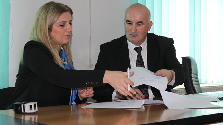 """Marrëveshje bashkëpunimi me Strehimoren e fëmijëve """"Shpresa dhe Shtëpitë e fëmijëve-Kosovë"""""""