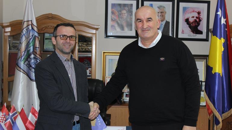 Kryetari Haliti priti në takim menaxherin e ri të projektit DEMOS/Helvetas-Swiss Intercooperation