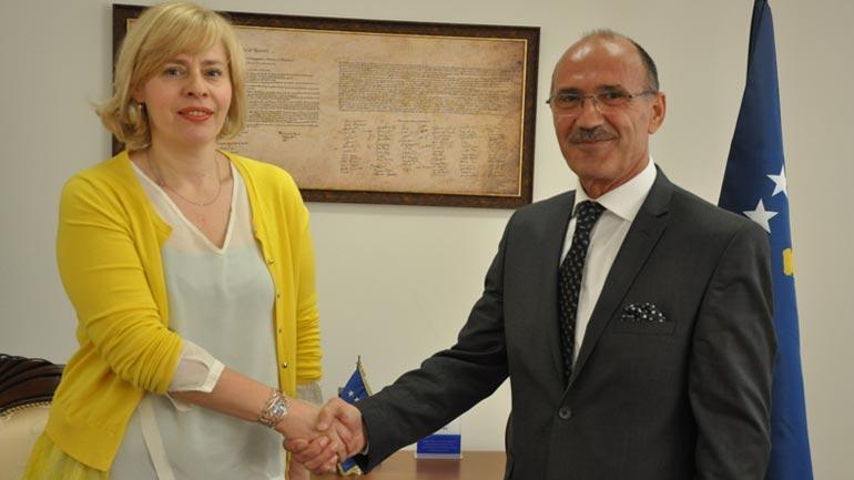 Ministri i Punëve të Brendshme priti në takim njoftues ambasadoren kroate