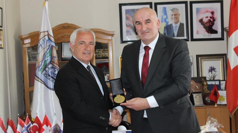 Për kontribut të çmuar nderohet ish kryetari i Federatës se Hendbollit Mexhit Devaja