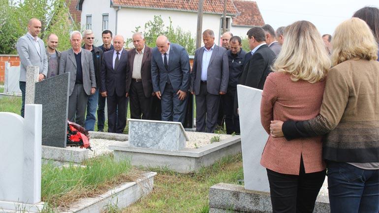 Haliti përkujton Hysni Salihun, ish deputetin e 2 Korrikut 1990