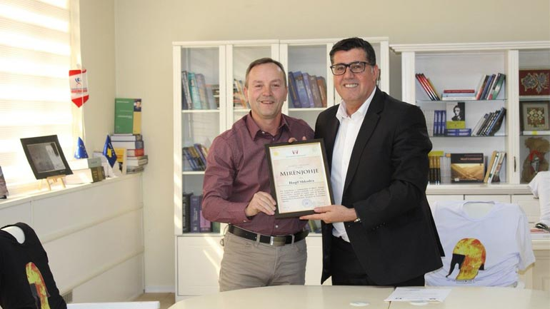 Haziri nderon me mirenjohje veteranin e futbollit, Haqif Shkodra