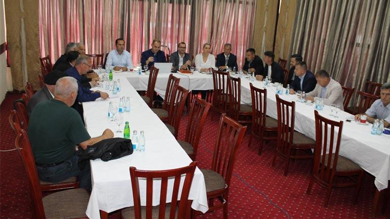 """Në Gjilan u mbajt debati me temë """"Qeverisja e re, projektet e reja – aktuale"""""""