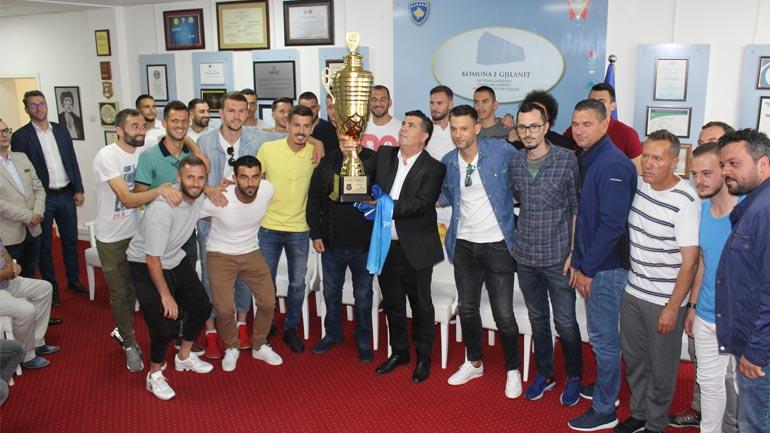 Lutfi Haziri pret në takim kampionin e Kosovës në futboll, FC Drita