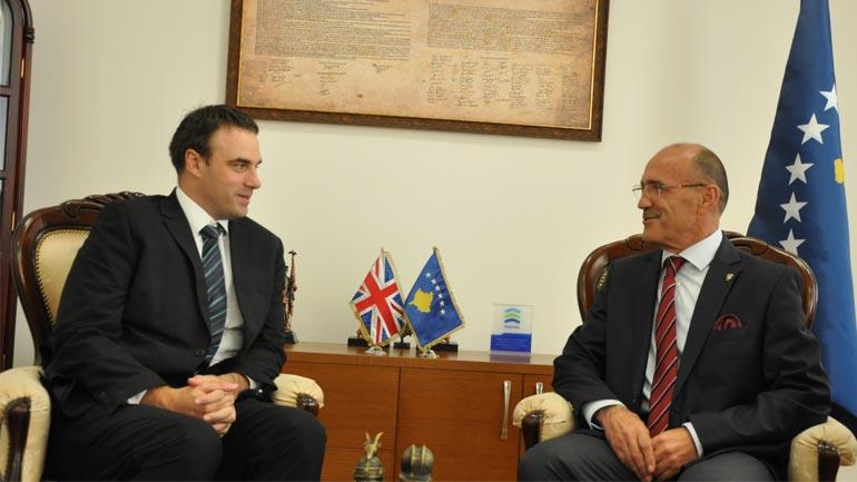 Ministri Gashi priti në takim ambasadorin e Mbretërisë së Bashkuar në Kosovë, Ruairi O'Connell