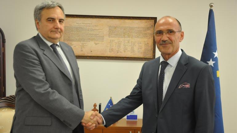 Ministri Gashi priti në takim ambasadorin italian në Kosovë