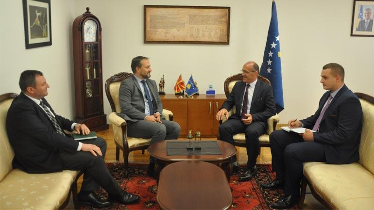 Ministri Gashi priti në takim ambasadorin e Maqedonisë në Kosovë