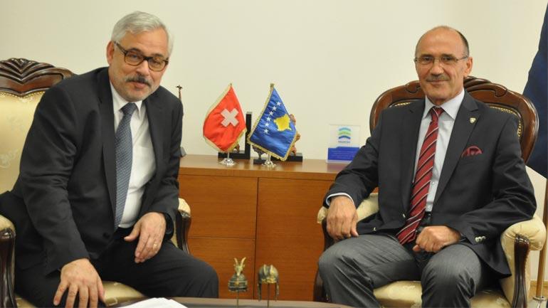 Ministri Gashi priti në takim ambasadorin e Zvicrës në Kosovë