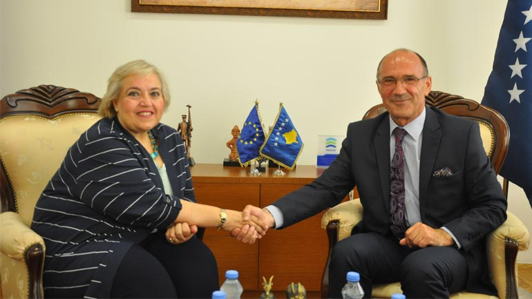 Ministri Gashi takoi shefen e Misionit të EULEX-it