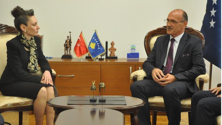 Ministri Gashi priti në takim ambasadoren e Turqisë në Kosovë