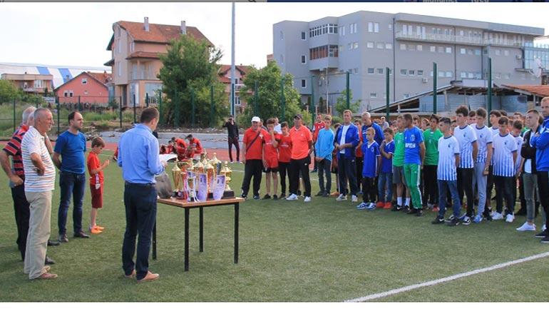 Kampionët e edicionit 2017/18: Shkëndija me U-13, Dardana me U-15 dhe Galaksia me U-17