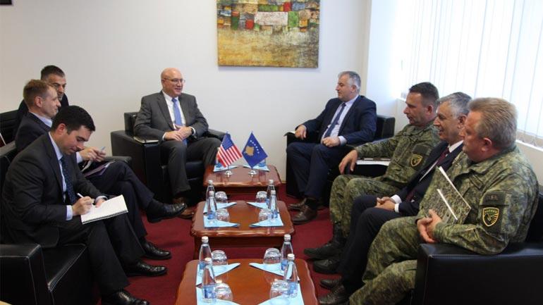 Ministri i FSK-së dhe komandanti i FSK-së takojnë gjeneralin Turello
