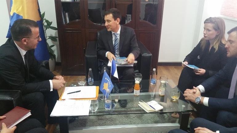 ZëvendësministriThaçi priti në takim Atasheun Giustiniani, dakordohen për bashkëpunim Kosovë-Francë