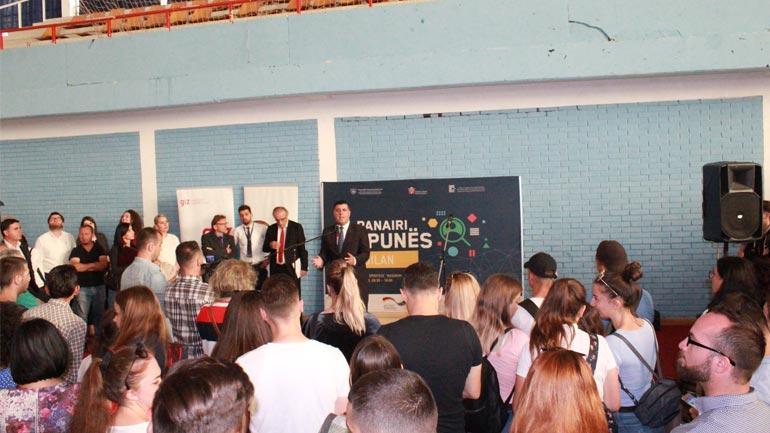 Në Panairin e organizuar nga Komuna e Gjilanit tregohet interesim i madh i punëkërkuesve
