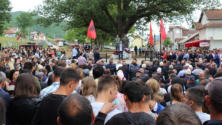 Në Zhegër të Gjilanit përurohen shtatoret e dëshmorëve, Shaban dhe Sami Ukshini