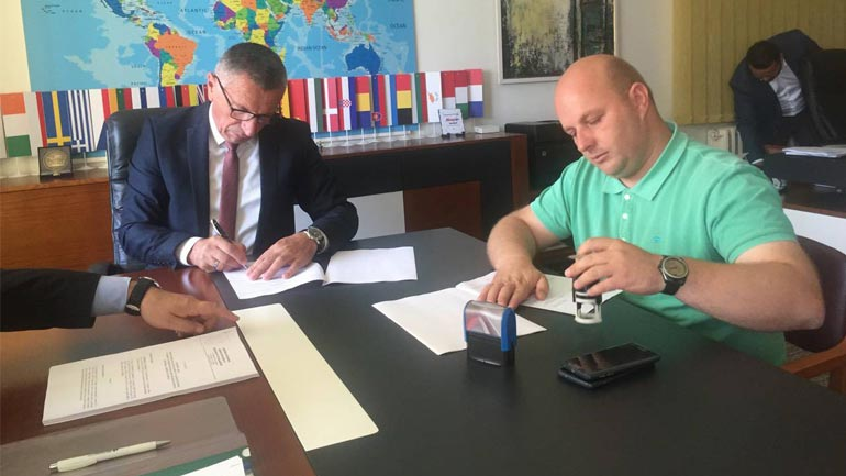 Nënshkruhet kontrata për krijimin e zonës së re për këmbësorët