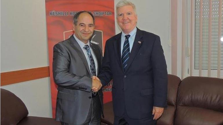 Ambasadori amerikan Kyle Scott qëndroi në Këshillin Kombëtar Shqiptar