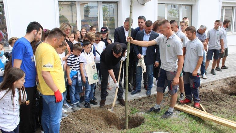 """Gjilanasit në aksion: """"Ta pastrojmë dhe gjelbrojmë Gjilanin"""""""